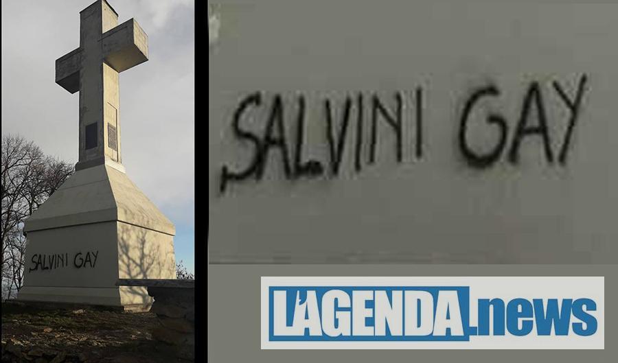 """Caselette, imbrattata la croce sul Musinè con una scritta: """"Salvini gay"""""""