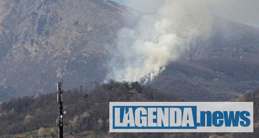 Incendio boschivo in Valsagone, in fiamme la montagna di Giaveno