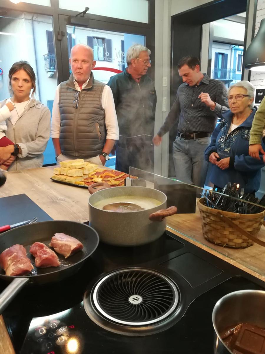 Piano Cottura Aspirante Elica Prezzo grande successo show cooking sogni d'arredo | l'agenda news