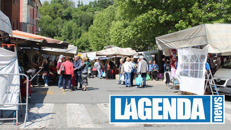 Avigliana mercato in piazza del Popolo