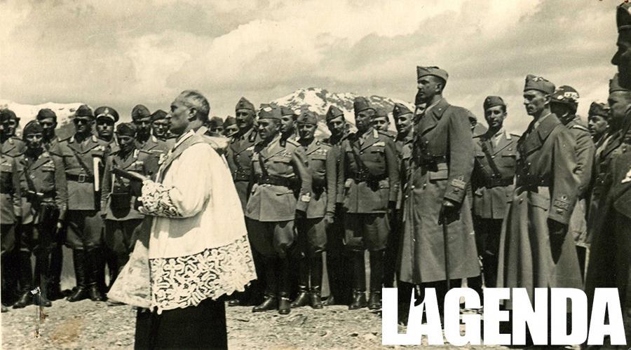 Don Luigi Quadri benedice la targa